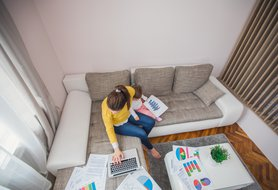 7 smart tips for babysitters juggling school and work