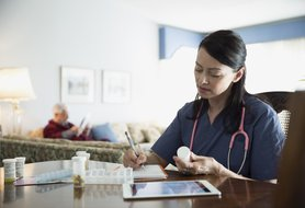 How to become a home health nurse: Training, pay and job outlook