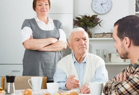 5 ways to maintain healthy family relationships when caring for an aging loved one