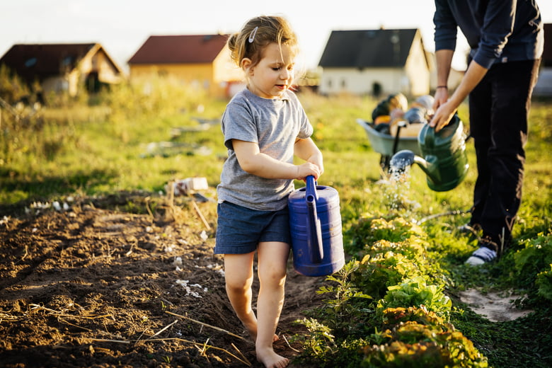 5 easy green living tips families can take to combat climate change