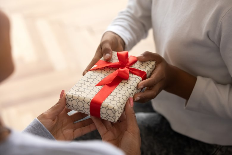 A holiday bonus guide for your caregivers