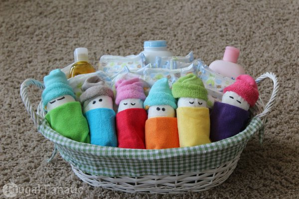 7 diy baby shower decorations community for Baby shower diaper decoration